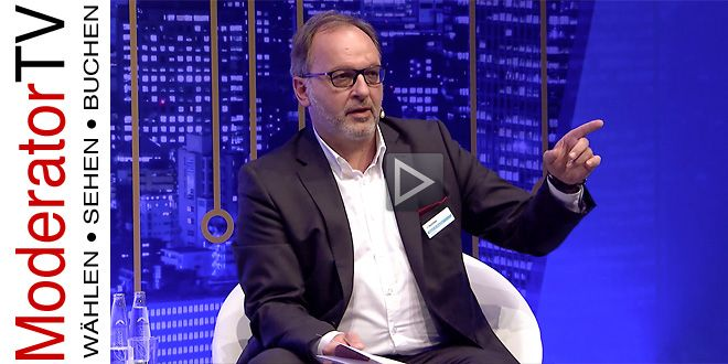 Martin W. Puscher Moderator Podiumsdiskussion :: Video-Länge 3,30 Minuten - Podiumsdiskussion.org